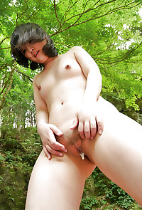 Japanese girl outdoor fuck
