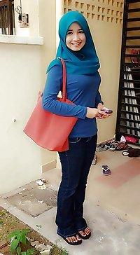 Gadis Melayu Bertudung