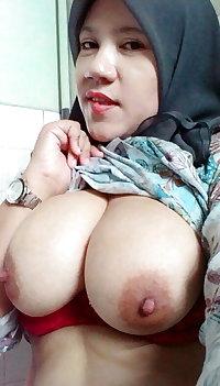 malay- zarina berbaju kurung tudung