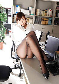 Asian pussy in pantyhose